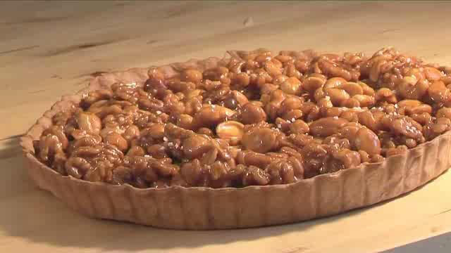 How to Make a Toffee Tart with Roasted Nuts