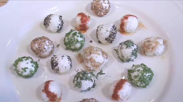 How to Prepare Goat's Cheese Balls with Herbs and Spices