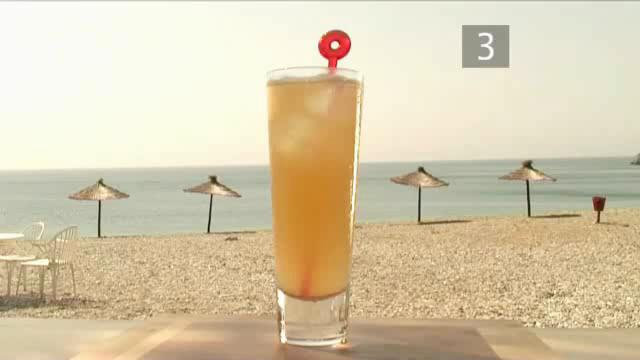 How to Mix a Jamaican Fizz Cocktail