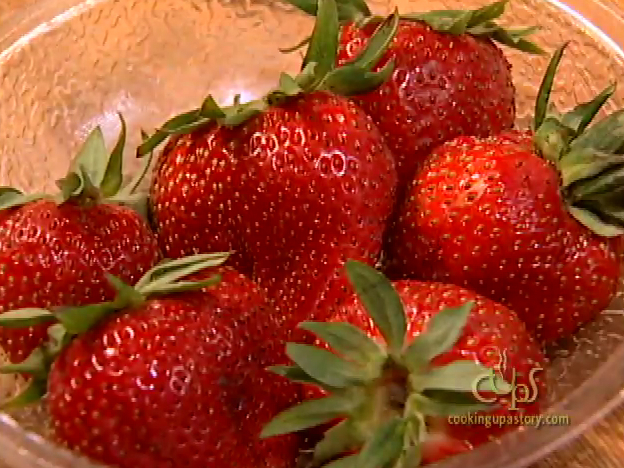 How to Use Fresh Berries to Make Sauces