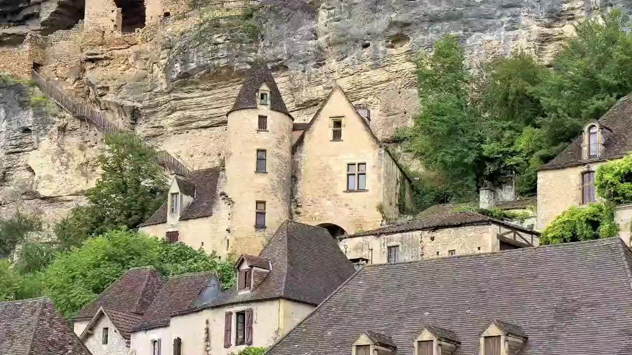 Visit La Roque-Gageac in France