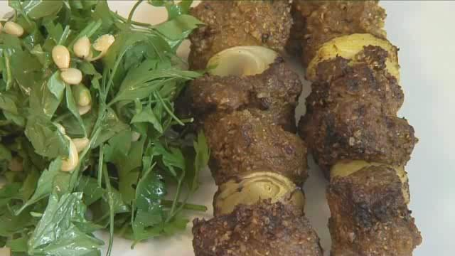 How to Prepare BBQ Beef Shish Kebab With Parsley Salad