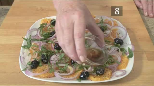 How to Prepare Orange, Red Onion and Olive Salad