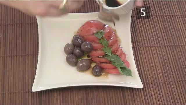 How to Cook Tomato and Olive Salad with Ricotta