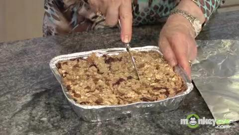 How to Make Baked Bars with Fruits and Nuts