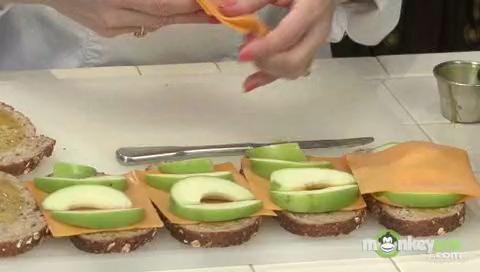 How to Make Apple Cheddar Panini