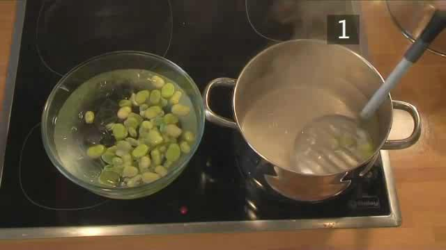 How to Prepare Mozzarella Salad with Broad Beans