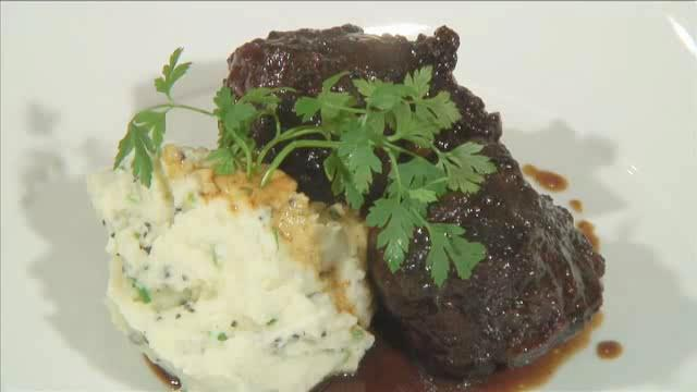 How to Cook Oxtail With Truffled Mashed Potatoes