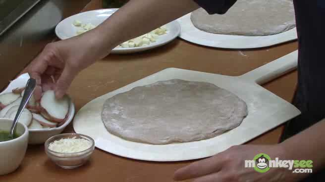How to Make Pizza without Tomato Sauce