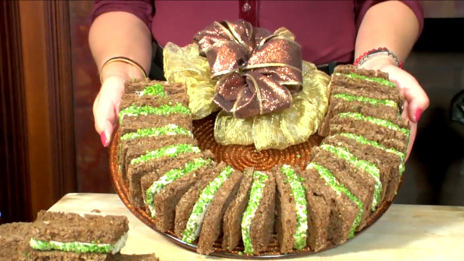 How to Make a Holiday Tea Sandwich Wreath