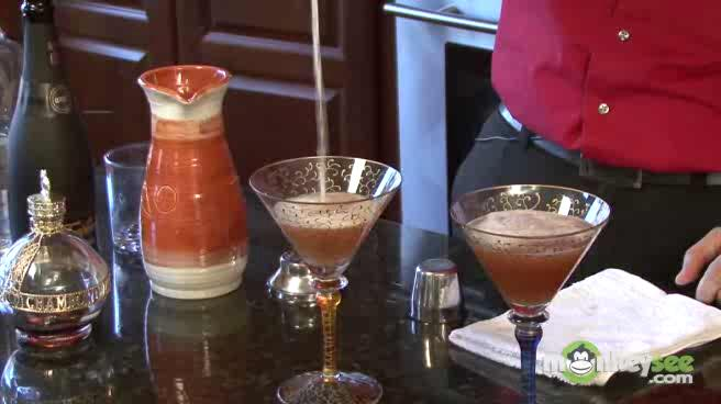 How to Make French Martini for a Romantic Dinner