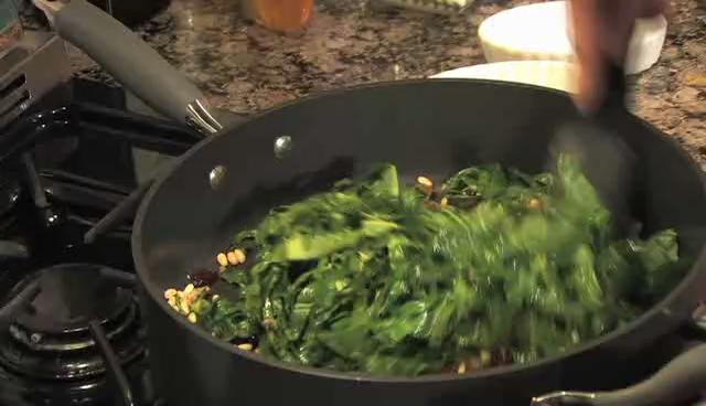 How to Make a Collared Greens Salad