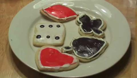 How to Decorate Cookies for a Casino Party