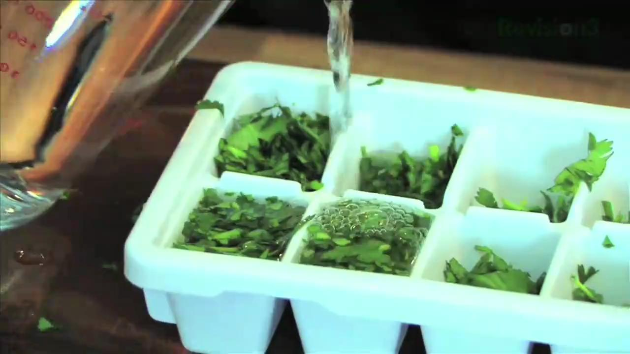 How to Store Herbs in Ice