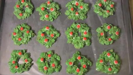 How to Make Christmas Wreath Cookies