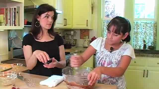 How to Make Raspberry Chocolate Cupcakes