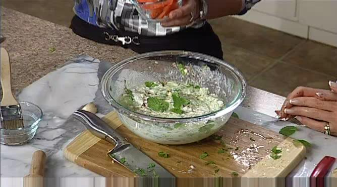 How to Prepare a Cucumber Yogurt Dip