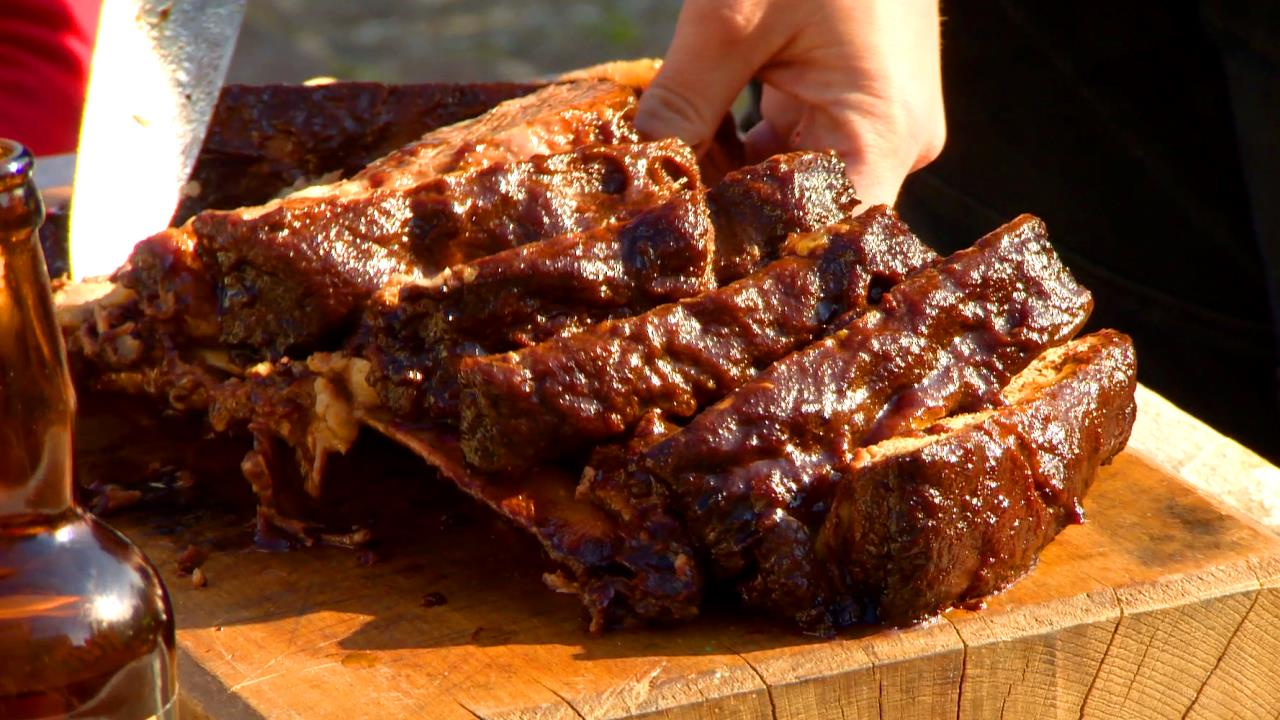 How to Make BBQ Beef Ribs With Glaze
