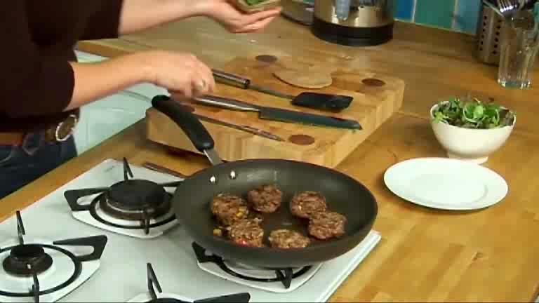 How to Make Organic Burgers