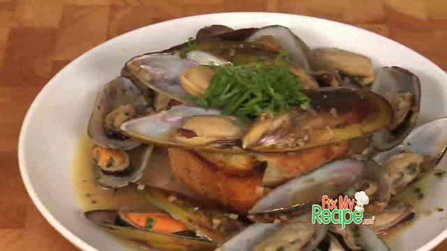 Braised Mussels with Garlic, Thyme, and French Baguette