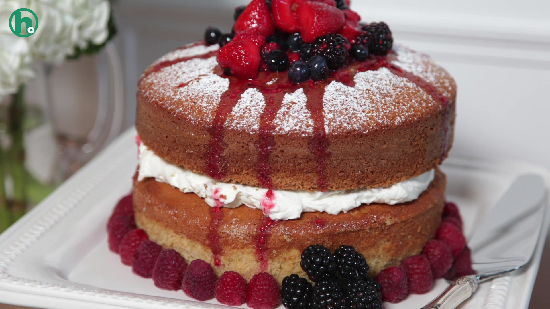 How to Make a Buttermilk Cake With Mascarpone Cream and Berries