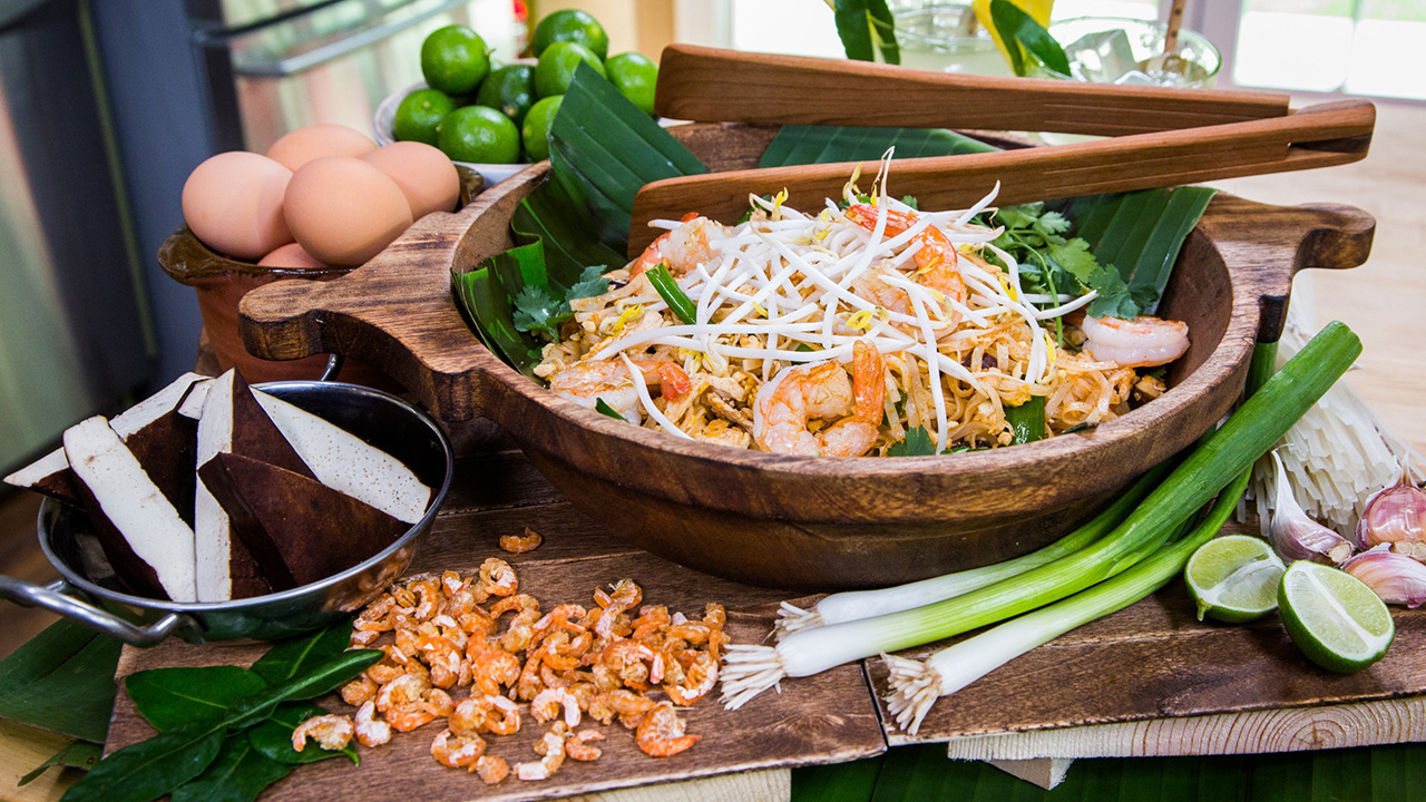 How to Make Pad Thai With a Silk Cocktail