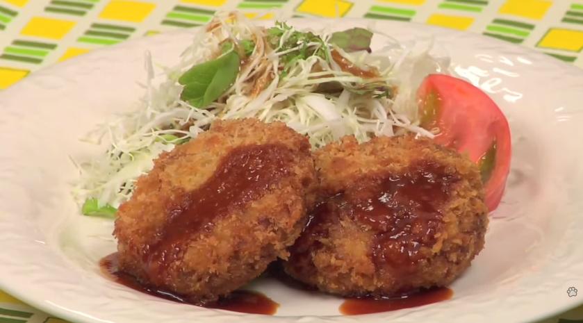 How to Make Menchi-Katsu (Deep-Fried Breaded Ground Meat)
