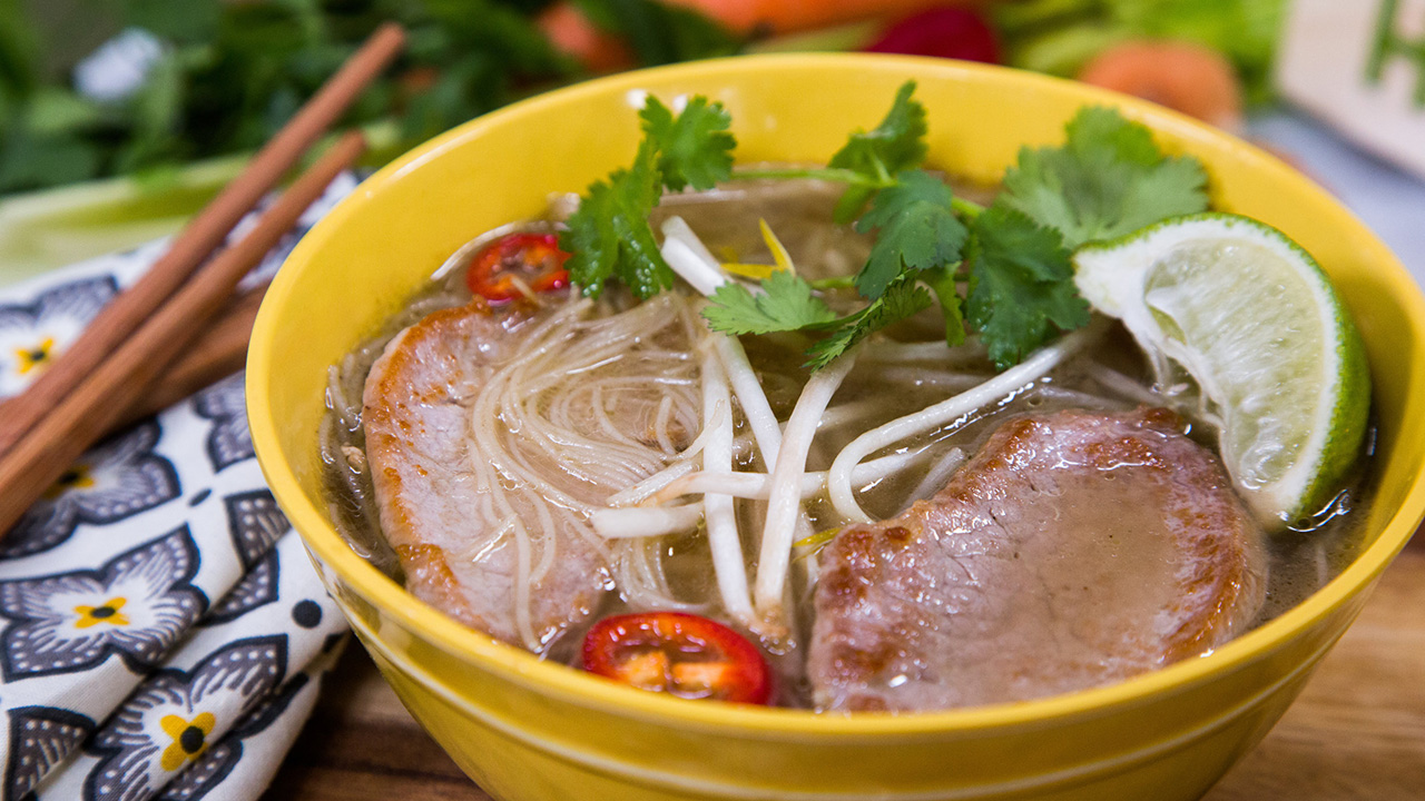 How to Make Pork and Rice Noodle Pho