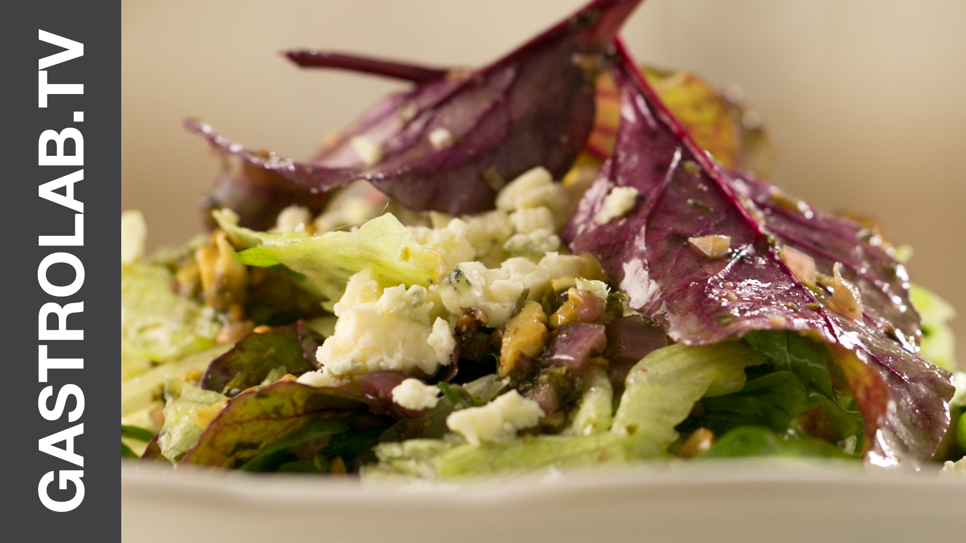 How to Make the Best Mixed Greens Salad With Vinaigrette and Blue Cheese