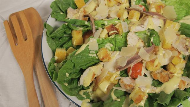 How to Make a Classic Caeser Salad