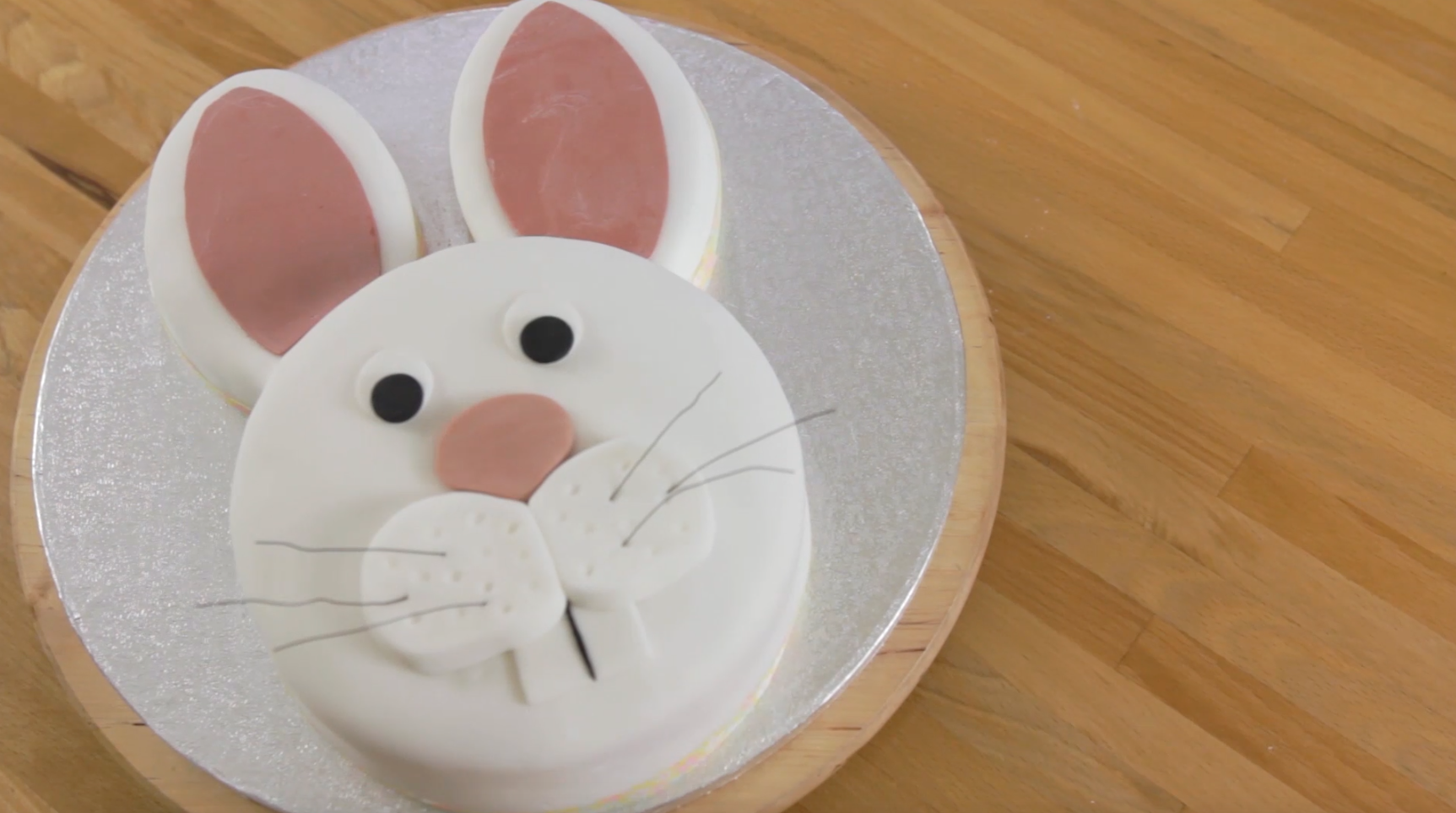 How to Make and Decorate a Bunny Cake