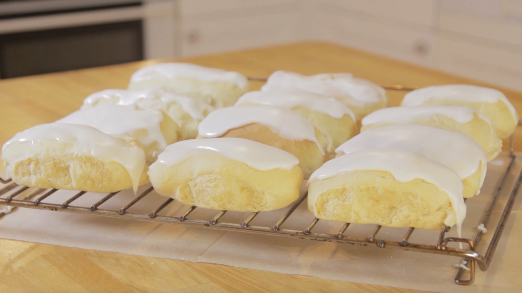 How to Make Easter Iced Buns