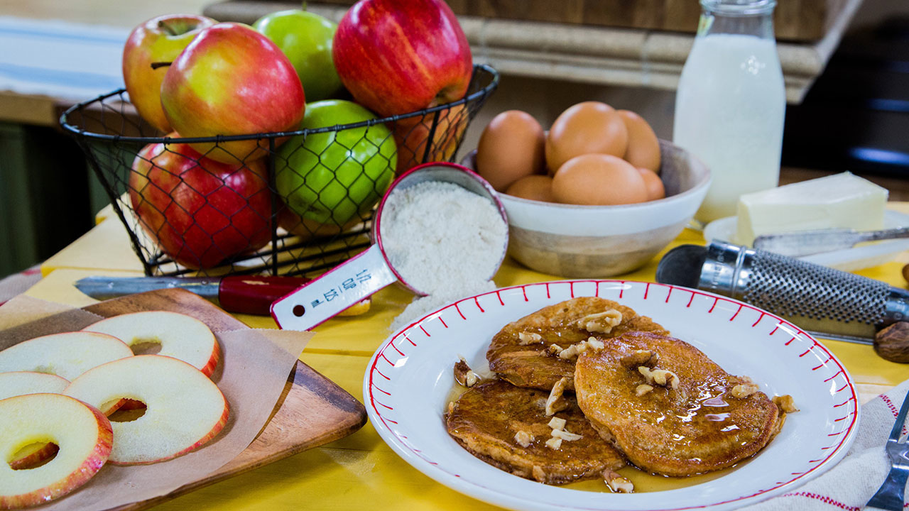 How to Make All-Natural Apple-Dipped Pancakes