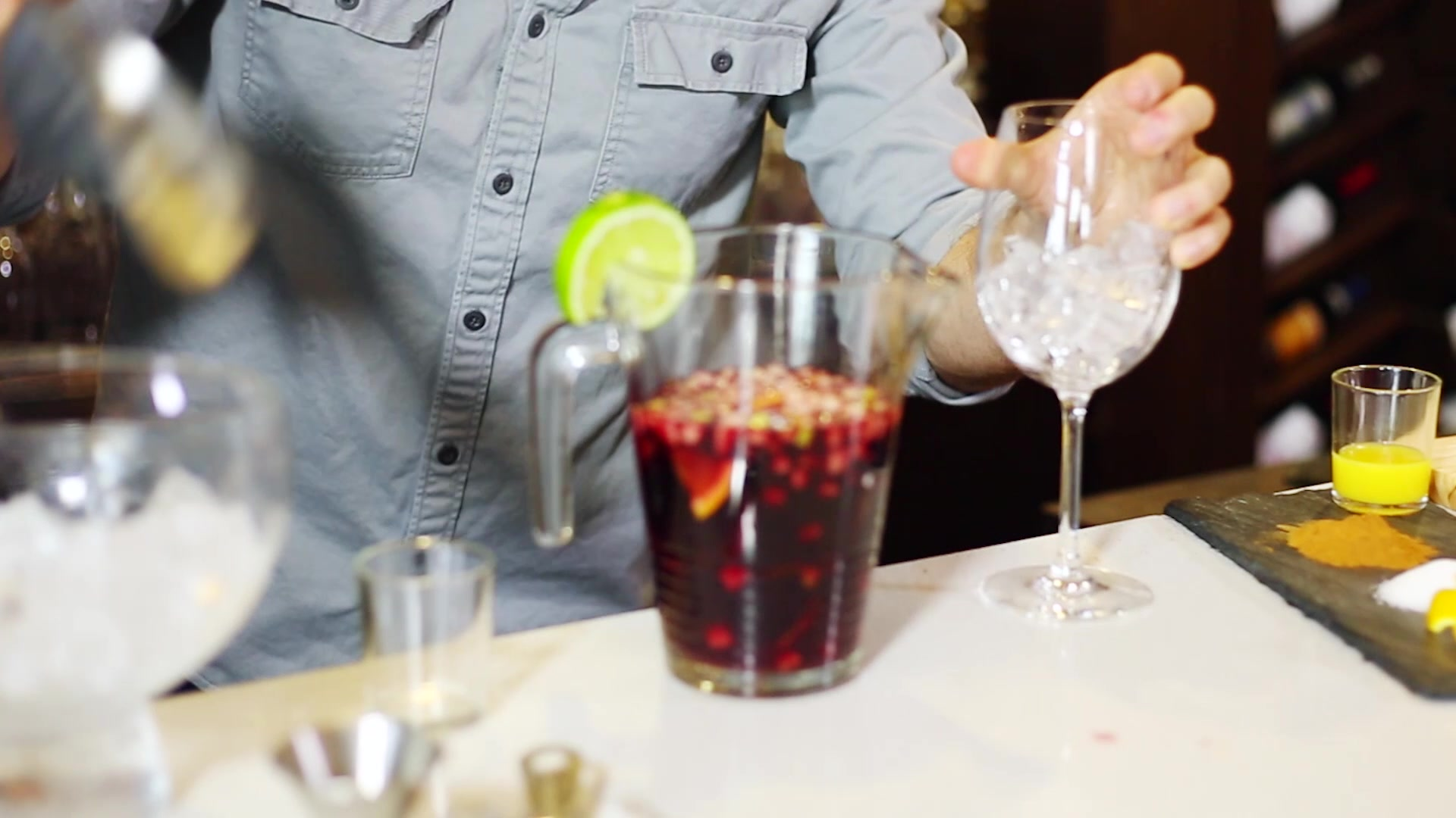 How to Make a Pitcher of Traditional Sangria