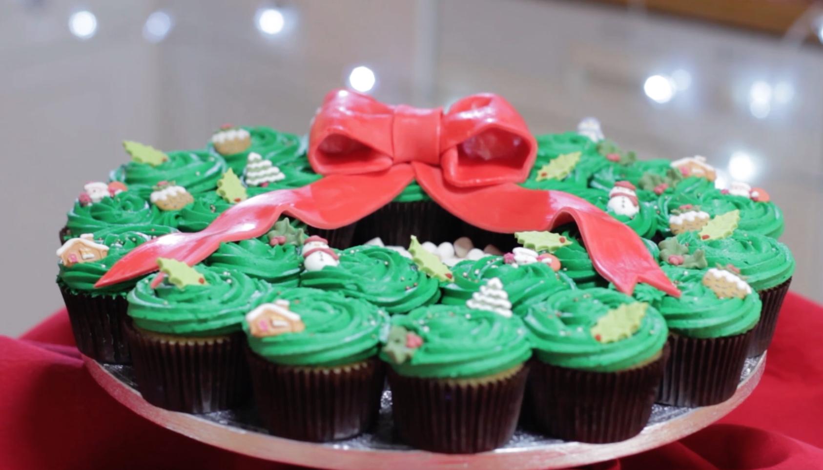 How to Make a Pull Apart Christmas Cupcake Wreath