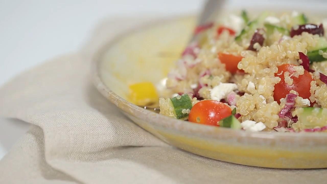 How to Make Colorful Quick Quinoa Grecian Salad