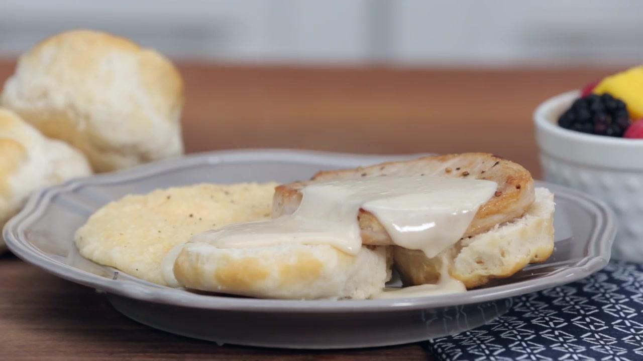 How to Make Pork Chop Sandwiches With Gravy