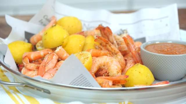 How to Make Boiled Shrimp with Tangy Cocktail Sauce
