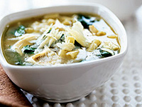 How to Make Chicken Noodle Soup With Spinach