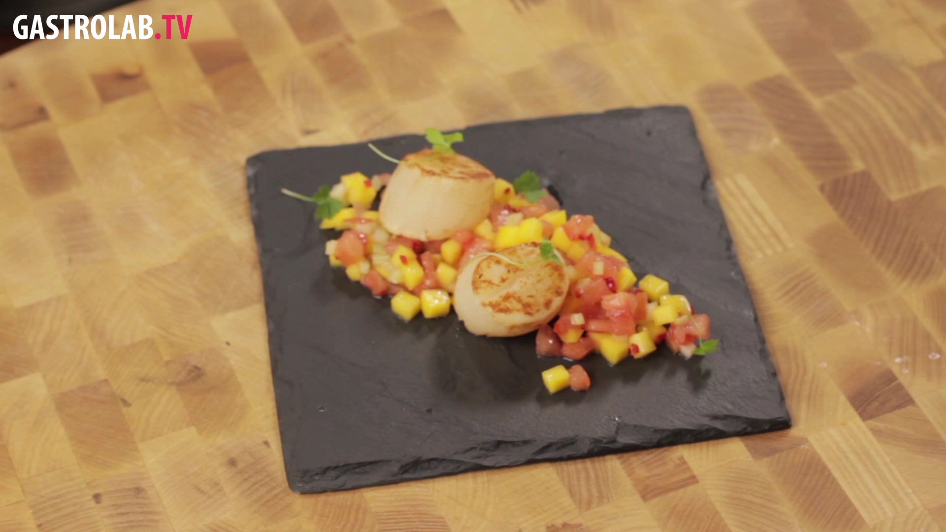 How to Make Scallops with Mango Salsa