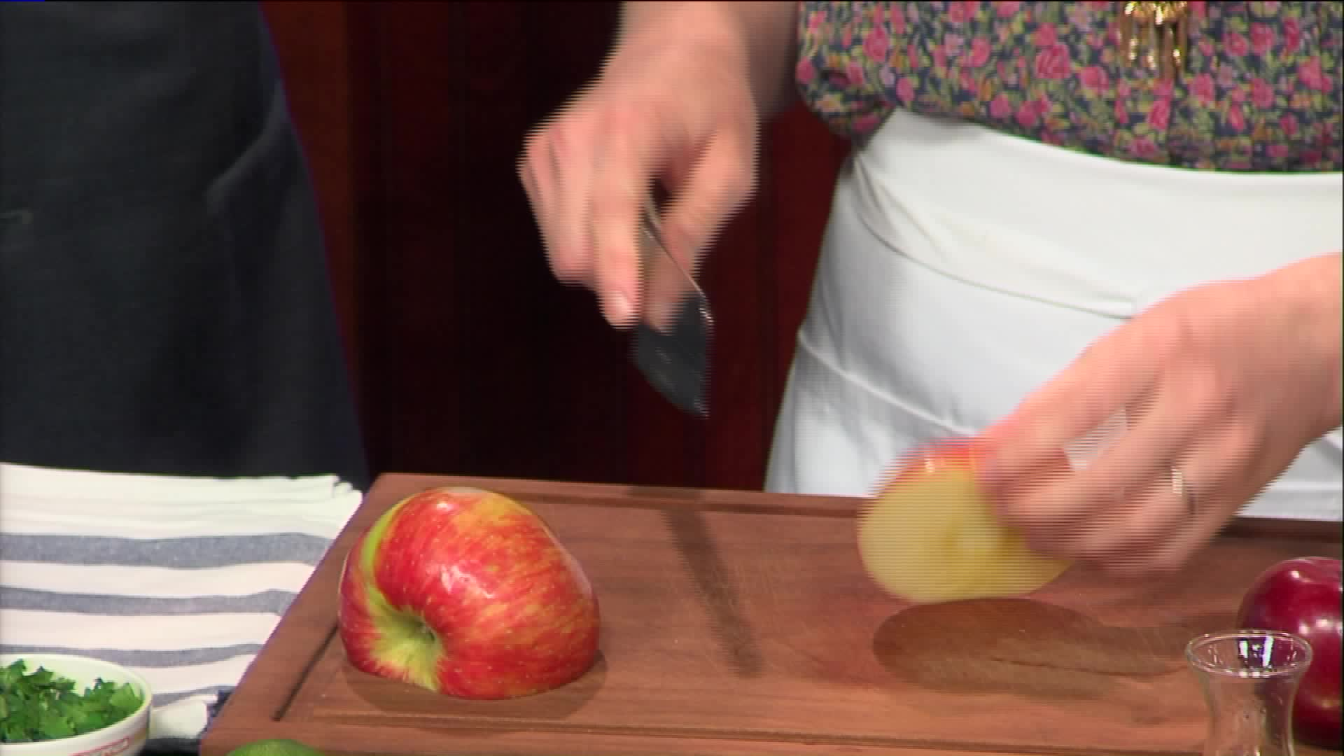 How To Make A Cabbage Apple Salad