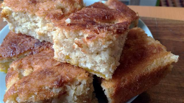 How to Make a Mango and Coconut Traybake in 52 Seconds