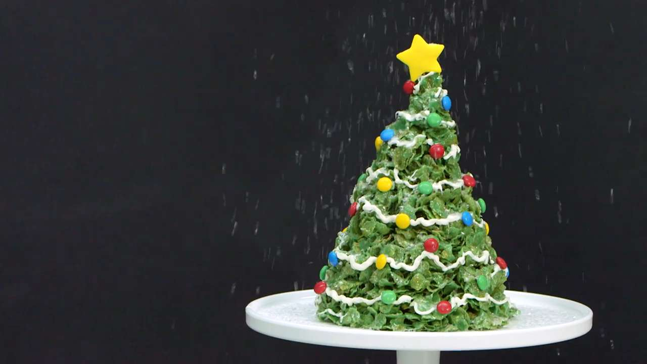 How to Make a Giant Marshmallow and Cornflakes Christmas Tree Treat