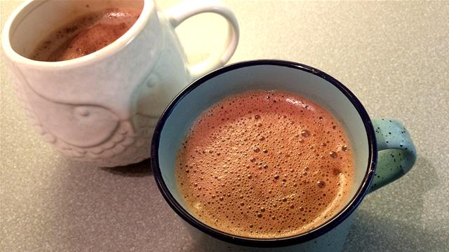 How to Make 2 Perfect Instant Hot Chocolates in 35 Seconds