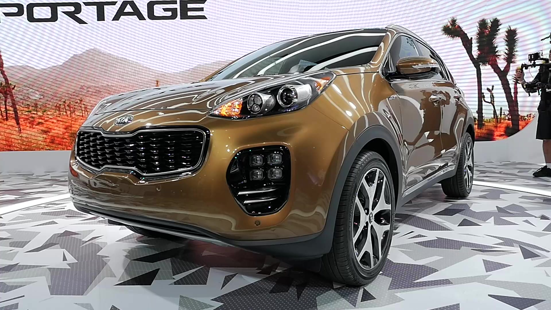 56509f38e4b0a81533bcc4de_1_v1 2017 kia sportage gets bigger and gains bulbous new duds autoblog 2017 Kia Sportage Oil Change at panicattacktreatment.co