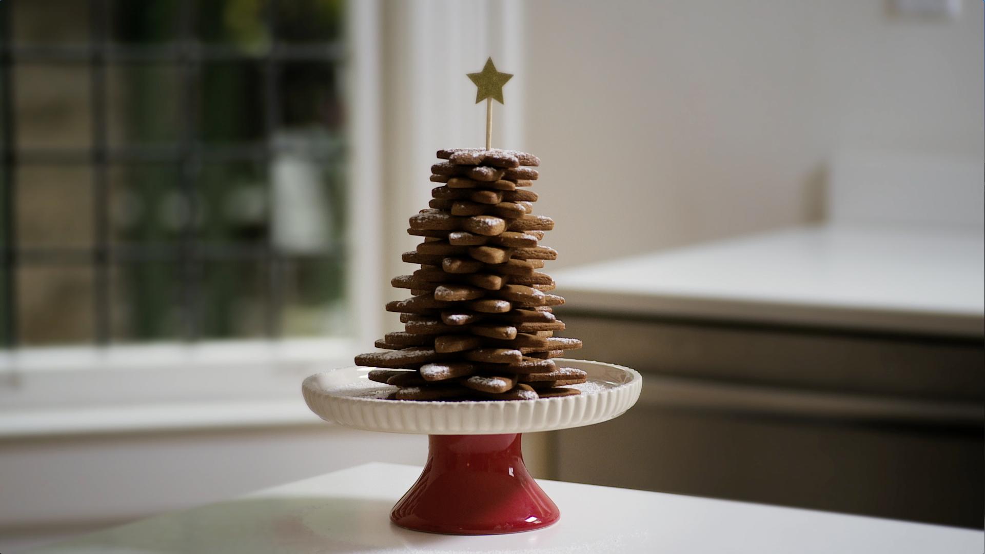DIY Gingerbread Christmas Tree