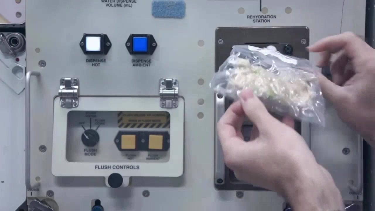 Cuisiner pour l'Action de grâce dans l'espace