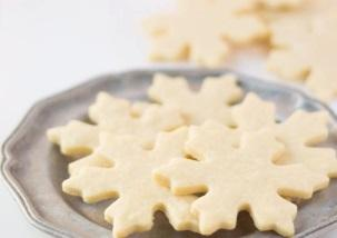 4 Deliciously Different Desserts You Can Make With Sugar Cookie Dough
