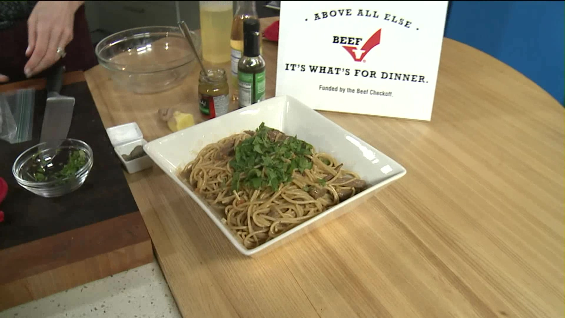 How to Make Steak and Noodles in a Curry Peanut Sauce
