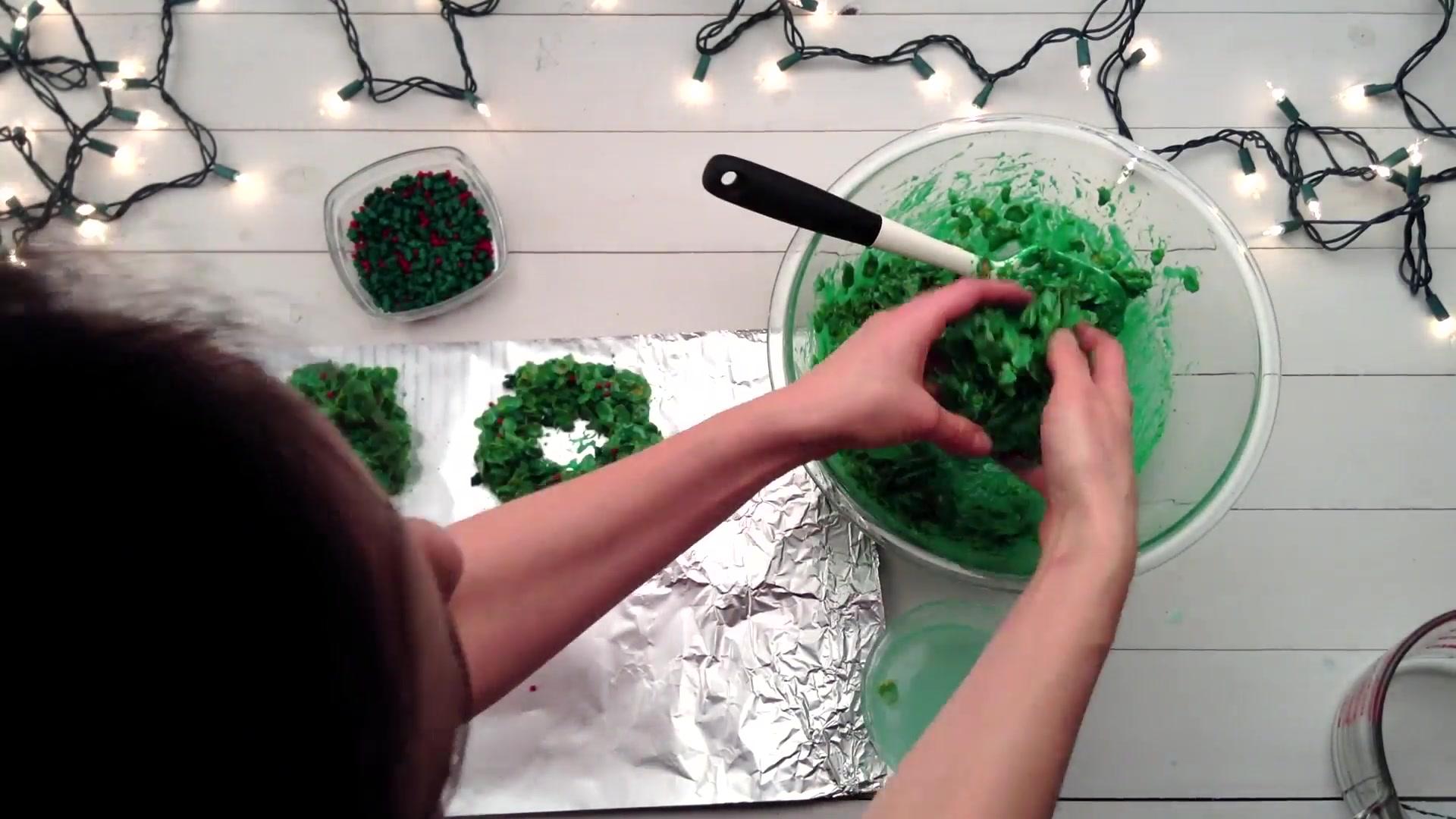 How to Make Cornflake Wreaths